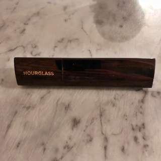 Hourglass stick foundation