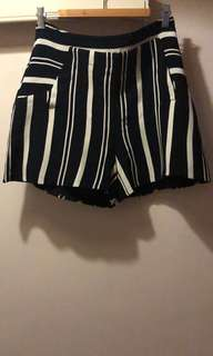 Cue size 10 stripped shorts