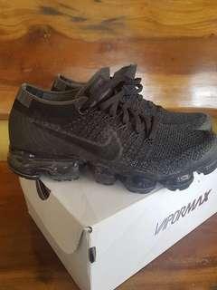 AUTHENTIC Nike air vapormax triple black