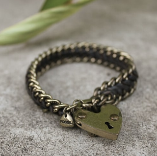 FOSSIL Gold Charm Heart Bracelet. Fits medium wrist (preowned)