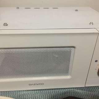 Microwave oven and tempat piring bersih