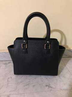 Black short handle square bag