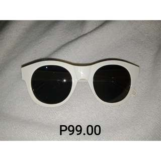 WhiteBlack Sunnies