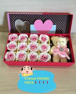 GRAB IT NOW❗️😉These🌷🌹 can last 2/3 years 😉IDEAL GIFT FOR BIRTHDAY/ANNIVERSARY/VALENTINE'S DAY 🌷🌹12 stalks of scented roses 🌹+ a cutie bear *FREE greeting card upon request* Do refer to photos (real actual photos taken!) 8 colours avail 😄