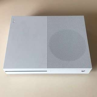Microsoft Xbox One S Console + Games
