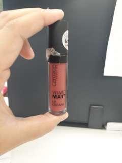 Catrice velvet matt effect shade hazel rose royce