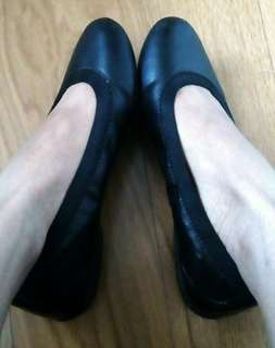 Authentic DKNY black leather flats