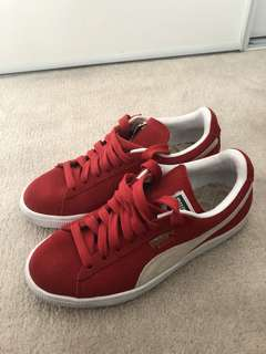 Red Puma Suede sneaks