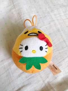 Hello Kitty in Gudetama costume