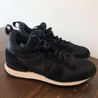 Nike internationalist mid black shoes (women) Size US8 / UK5.5