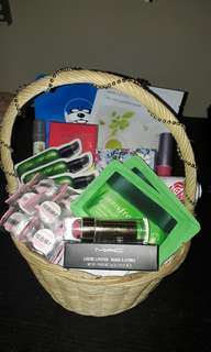 Parcel / parsel / take all produk makeup skincare inisfree untuh hadiah kado wisuda lebaran
