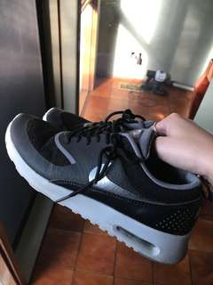 Nike Air Thea Size 7 Grey and Black