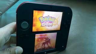 USED Nintendo 2DS + Pokemon Sun