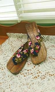 轉角♥二手 深藍花朵夾腳木屐涼拖鞋