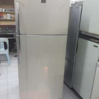 Toshiba double Fridge 2door freezer. 95%ok Good condition one month warntey 01133530275 call me WhatsApp
