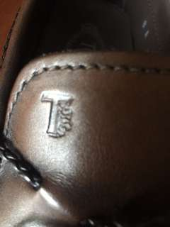 Tods Driver Loafer Shoes for Men. Brown. Genuine Leather. Made in Italy.