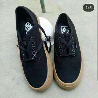 Sepatu vans authentiv