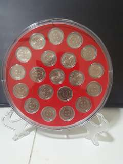 1967-1985 SINGAPORE 1ST SERiES 50 CTS, COMPLETE YEAR IN ROUND ACRYLIC DISPLAY, AU/UNC