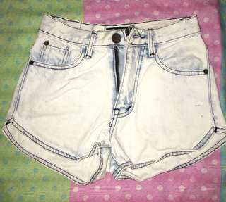Light-washed  High waisted denim Shorts