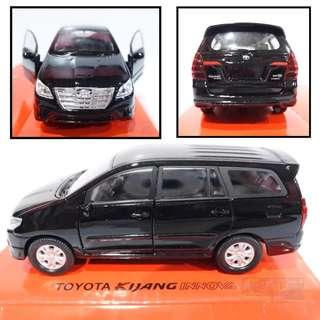 Toyota Kijang Innova hitam - Diecast skala 36 Welly Nex Miniatur Mobil