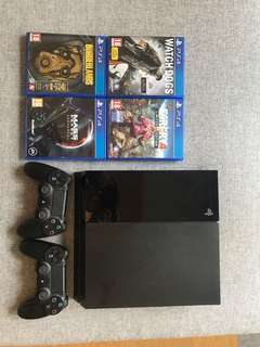 PS4 500go + 2 controllers + 4 games
