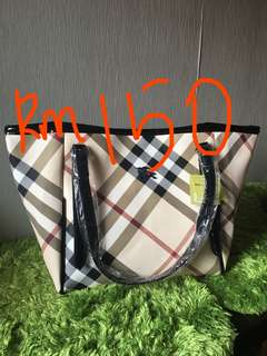 🎊Ready Stock🎊Burberry Tote