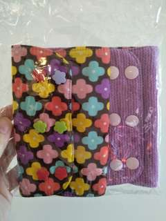 Reversible drool pads for baby carrier