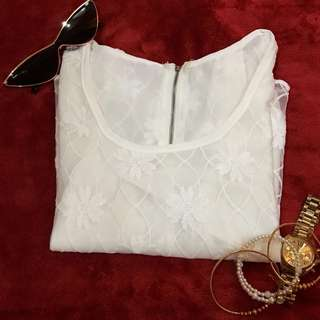 WHITE LACE CROPPED TOP