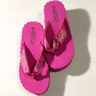 Pink wedges slippers type