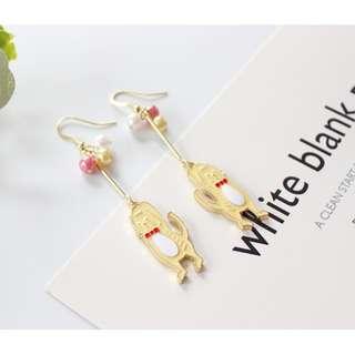 【現貨】貓咪造型手舉高彩色珍珠耳鉤
