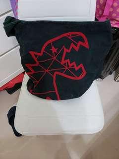 agnes b恐龍袋