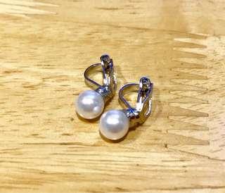 白色珍珠夾式耳環