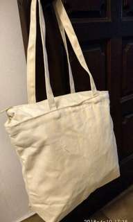 Canvas shopping bag with zip