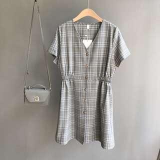 🚚 V領復古格紋洋裝。灰