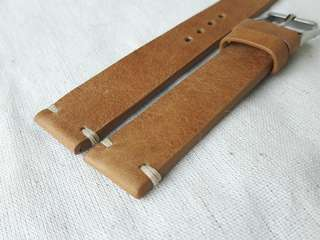 100% Handmade Genuine Calf Oiled   Leather Watch Strap Colour : Light Brown  Lug/Buckle Widths : 19/16,  20/16m Length/Buckle Side : 110/75 mm Loops/Widths : 6 mm Thickness approx : 2.5 mm Buckle : Steel