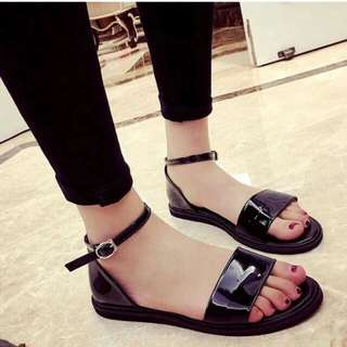 GLOSSY STRAP SANDALS