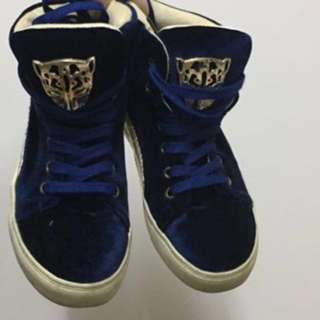 Sneakers With Gold Tiger二手size36-37包郵