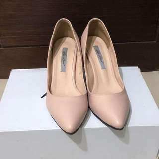 粉裸色跟鞋