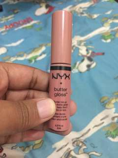 NYX LIP BUTTER GLOSS TIRAMISSU