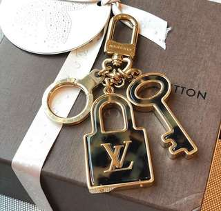 Lv Keychain [ AUTHENTIC ]