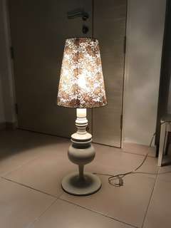 Vintage White Lace Deco lamp