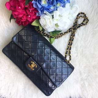 💕Beautiful Piece!💕 Chanel Vintage Classic Medium Flap in Black Lambskin and 22k GHW
