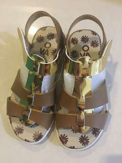 Girl's Sandals / Shoes Gold & Brown Colour