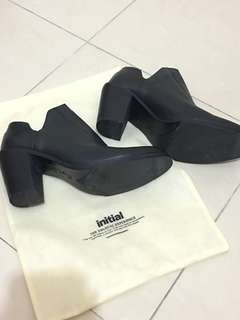 Initial shoe size 38