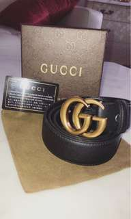 Gucci belt with gold buckle comes with box