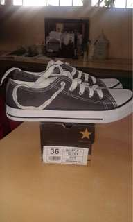 SELLING CONVERSE FOR MALE AND FEMALE.