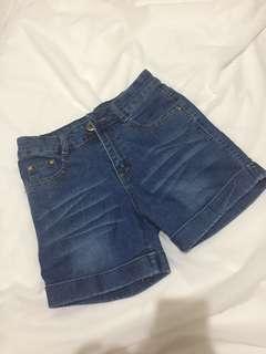 Celana Levis Jeans Pendek