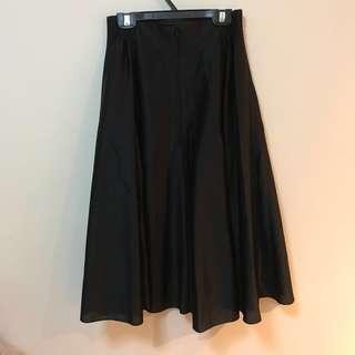 黑色緞面長裙