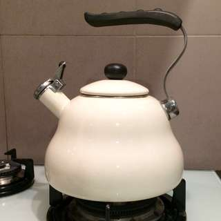 KitchenCraft Le'Xpress Whistling Kettle (2L), Seashell Cream
