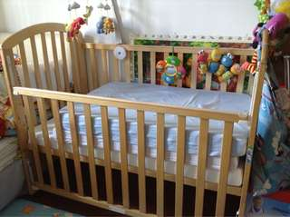 Baby cot convertible to toddler bed